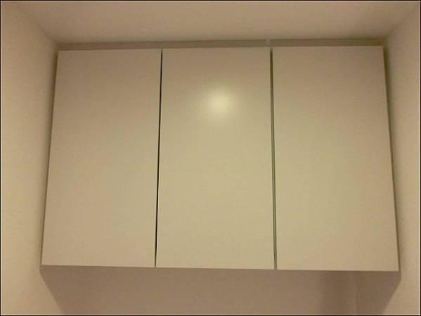 A-10 展示品 モデルルームより トイレの中の吊戸棚